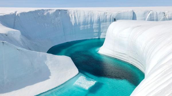 3004659-inline-inline-1-extreme-filmmaking-behind-chasing-ice